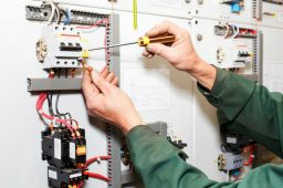 3 Reasons to Hire a Professional Electrician
