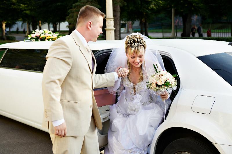 Four Key Advantages To Hire Limo For Your Wedding