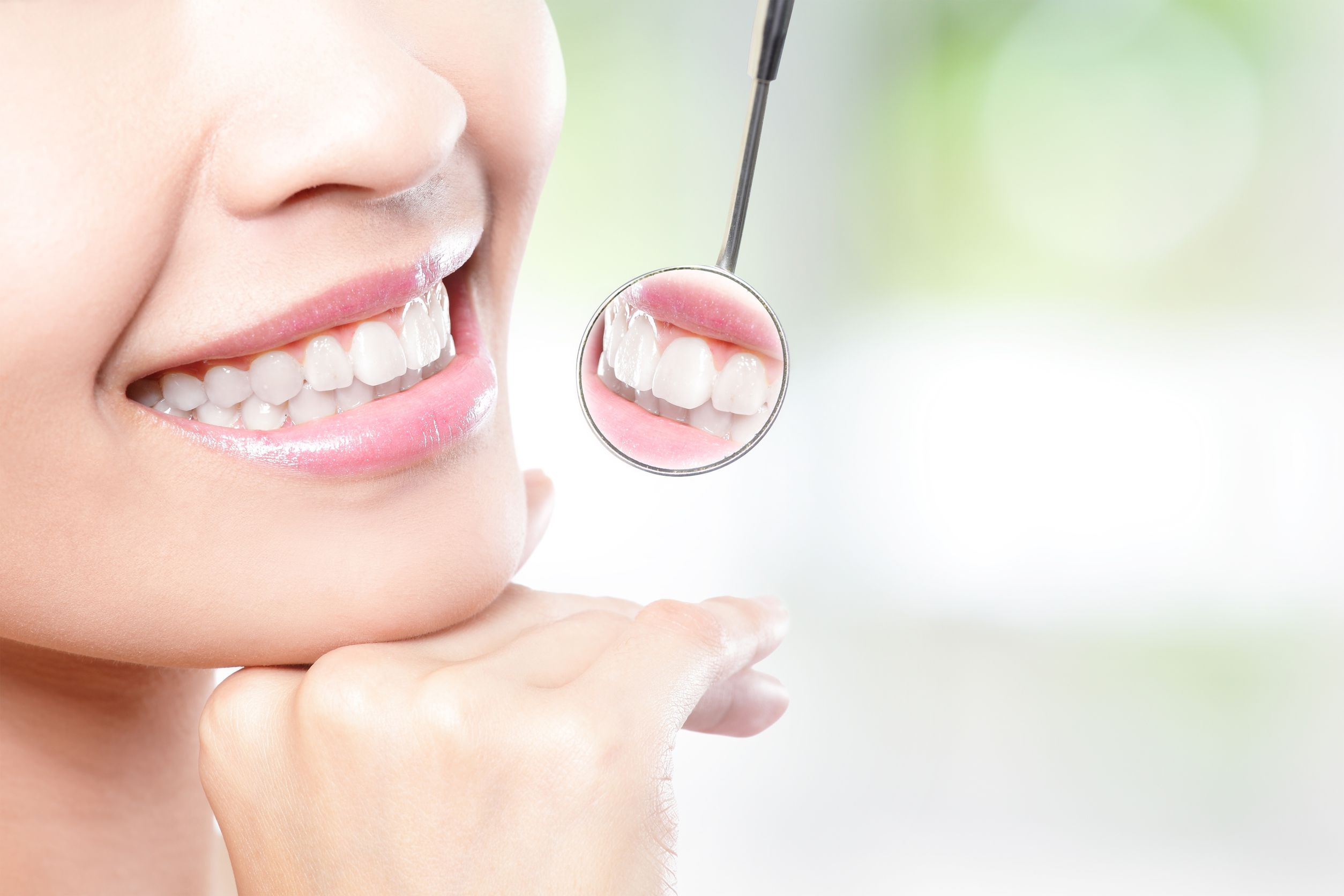 Smiling in Niagara Falls, ON: The Many Benefits of Whitening Your Teeth
