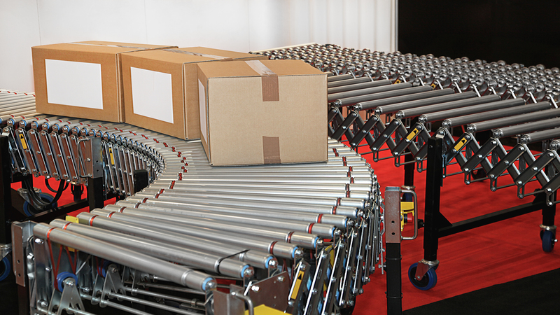 Conveyor rollers transport
